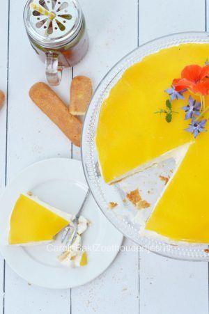 Yoghurttaart met perzik en lange vingers