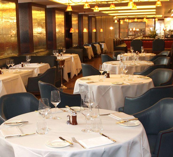 Sticlă Lamberts în restaurantul Corrigan's Mayfair, din Londra. Artist: John Reyntiens - revista Casa lux