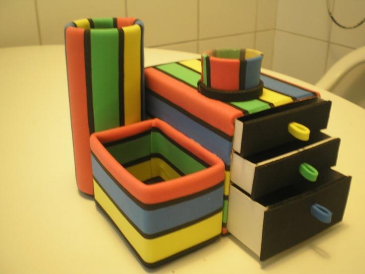 Organizador de escritorio. Hecho con cajas de fósforos y remedios.  Desk organizer. Made with boxes and foam