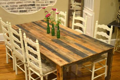 Cómo hacer una mesa con palets