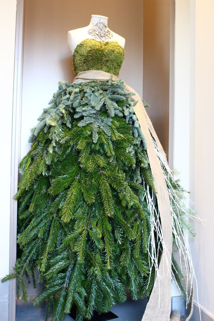 #interior #mannequin #visual #green #dress #christmas #fashion #lifestyle #fidenzavillage