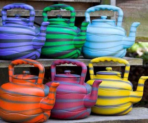 aren,t the teapots adorable ???