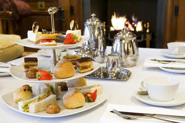 What's the Different Between High Tea and Afternoon Tea? http://www.smittenbybritain.com/the-difference-between-afternoon-tea-high-tea-cream-tea-and-elevenses/