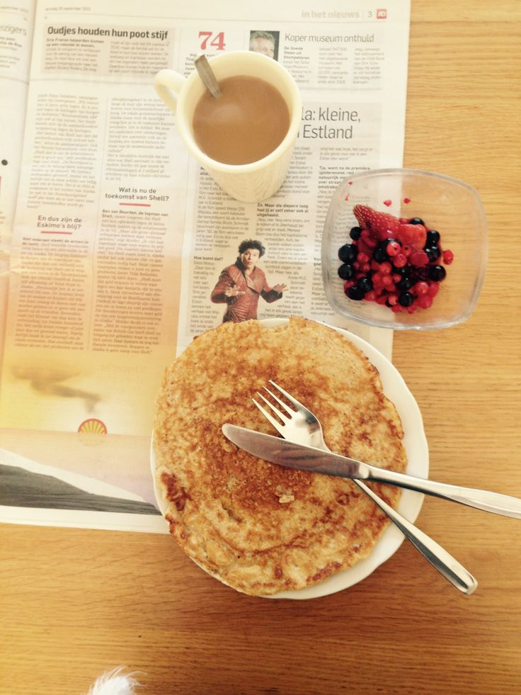 Breakfast. Ingrediënten: - 100 gram havermout - 1 ei - 50 ml halfvolle melk - 1 el olijfolie - 50 gram bevroren bosbessen