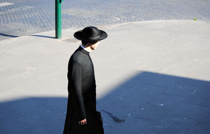 For the past three years the good people of St. Joseph, Missouri have been treated to an unusual sight in this day and age: a priest in cassock walking their city streets. As recently reported by O…