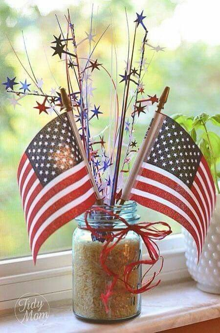Cute centerpieces or room decor that residents can make
