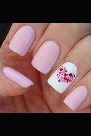 Maniküre zum Verlieben: Die schönsten Looks für romantisch-verspielte NägelWie wäre es mit romantischen Motiven für die Nägel...