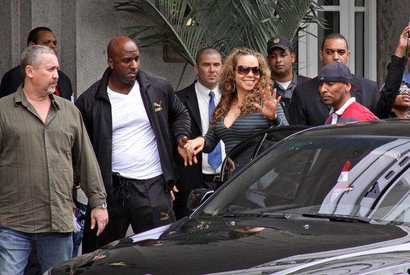 Mariah Carey Photos - Mariah Carey arrives all smiles at Hotel Copacabana. - Stars at Hotel Copacabana