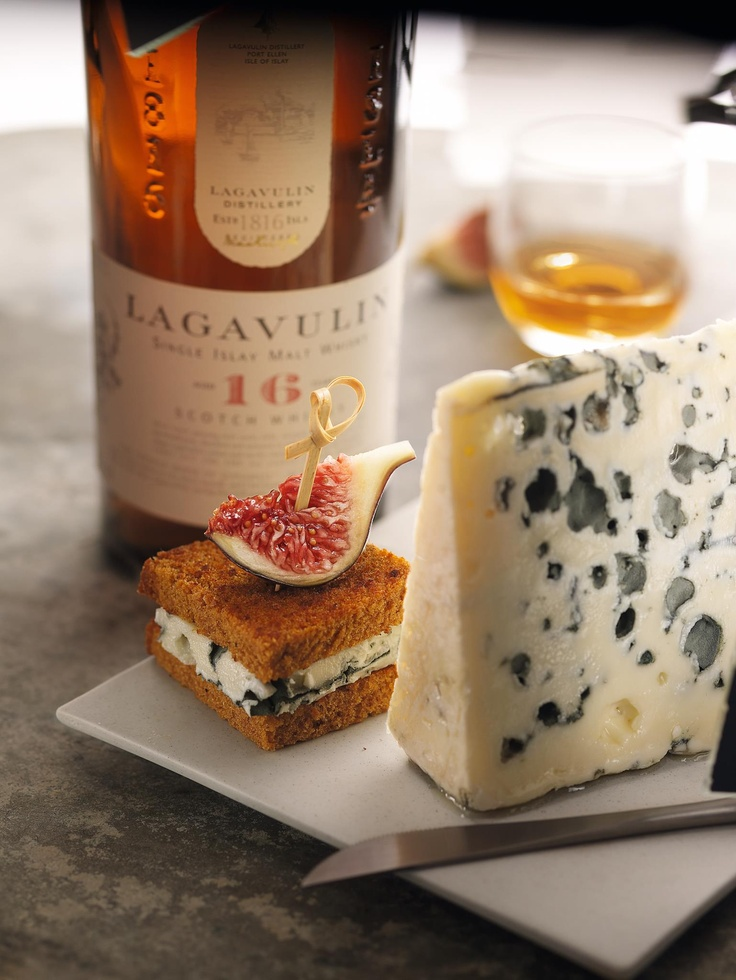 Lagavulin paired with strong cheese? Roquefort perhaps?