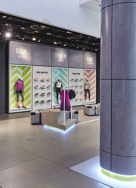 Nike celebrates Womens 10k with store displays and pop-up - Retail Design World by Seen Displays