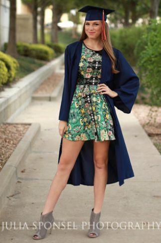 Senior Portrait / Photo / Picture Idea - Girls - Cap & Gown
