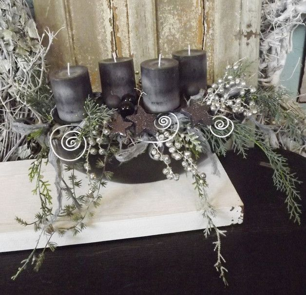 adventskranz modernes adventsgesteck in anthrazit grau. Black Bedroom Furniture Sets. Home Design Ideas