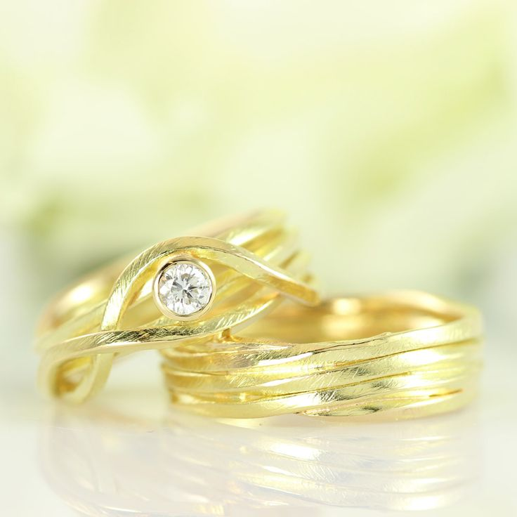 Galleri Castens - Wrapping wedding rings with diamond
