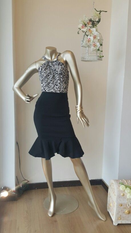 Falda bolero negra, blusa en algodón By Ila Manzur para Anntu diseñadores