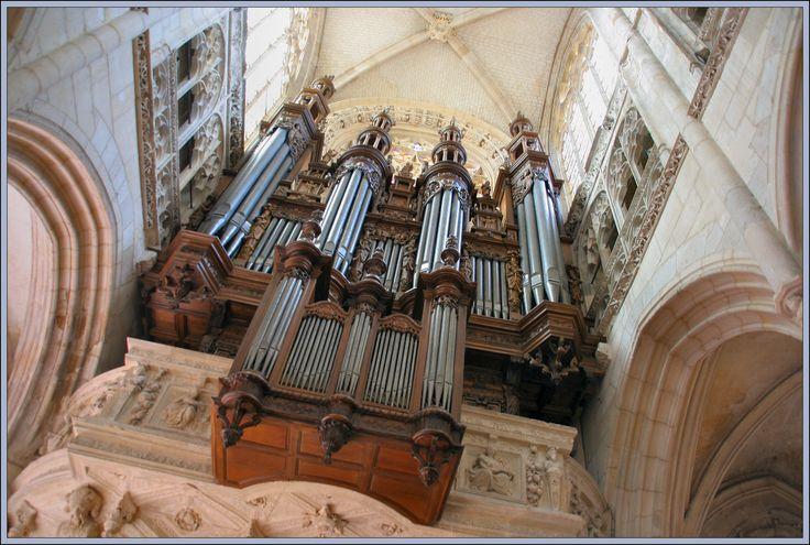 Une idée balade en ce dernier week-end de janvier. Une visite en l'église de Caudebec en Caux pour admirer les vitraux et l'orgue majestueuse. Et après, si le temps le permet, pourquoi ne pas aller prendre l'air sur les bords de Seine ?