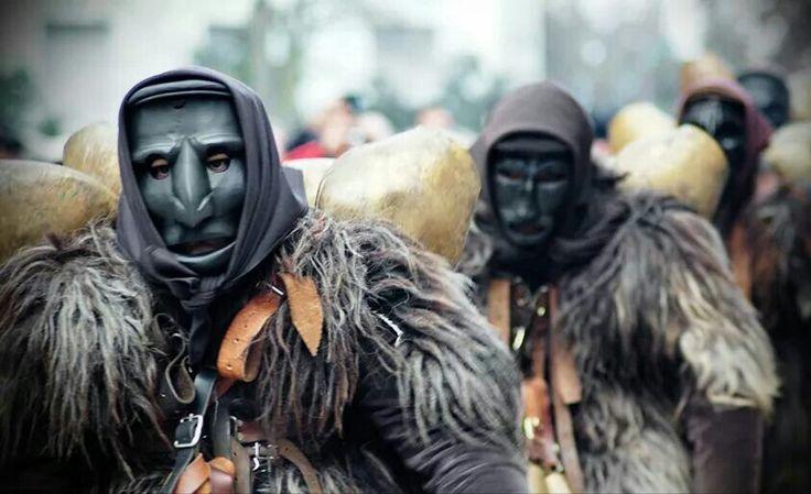 Mamuthones .Tipical mask of Sardinia - Mascara de Cerdeña.