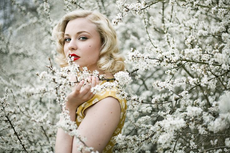 Singer Anna Mosten Among Flowers* Photographer: Emmelie Aslin - www.emmelieaslin.se