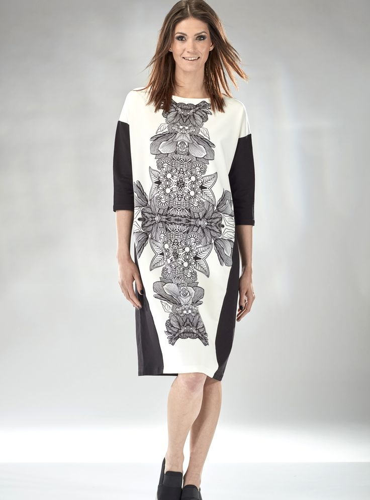 Czarno-biała #sukienka, typu #oversize. Z oryginalnym kwiatowym #ornamentem #dresses #moda #trendy #polishdesigner #mapepina #madeinPoland #slowmoda #womenstyle