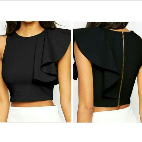 Ruffled sleeve top Has gold zipper in the back Tops Crop Tops