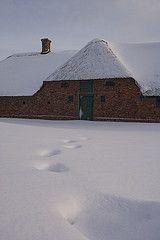 Vinter p Frilandsmuseet (Nationalmuseet) Tags: winter snow vinter hus frilandsmuseet vision:sunset=0576 vision:sky=0742 vision:outdoor=0984