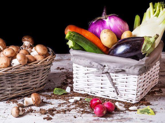Laut einer aktuellen Studie, scheint sich der Speiseplan an den Schulen deutlich zu ändern: Die Mittagessen bestehen nun häufiger aus Gemüse, Obst und Fisch.