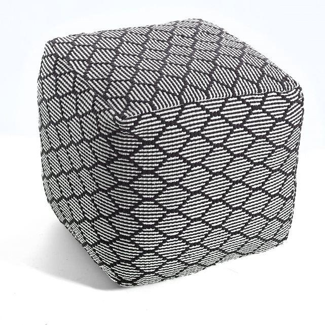 AMIEL. Le pouf carré. Pour un esprit ethnique chic à jouer inside ou outside, optez pour ce pouf aux couleurs gourmandes empruntées au monde de la mode.  Caractéristiques du pouf carré Amiel :- Motif reliéfé losanges tout en relief.- Fermeture à glissière sur 3 côtés. - 100% coton. - Garnissage 100% billes de polystyrène. Dimensions du pouf carré Amiel :- 40 x 40 x 40 cm