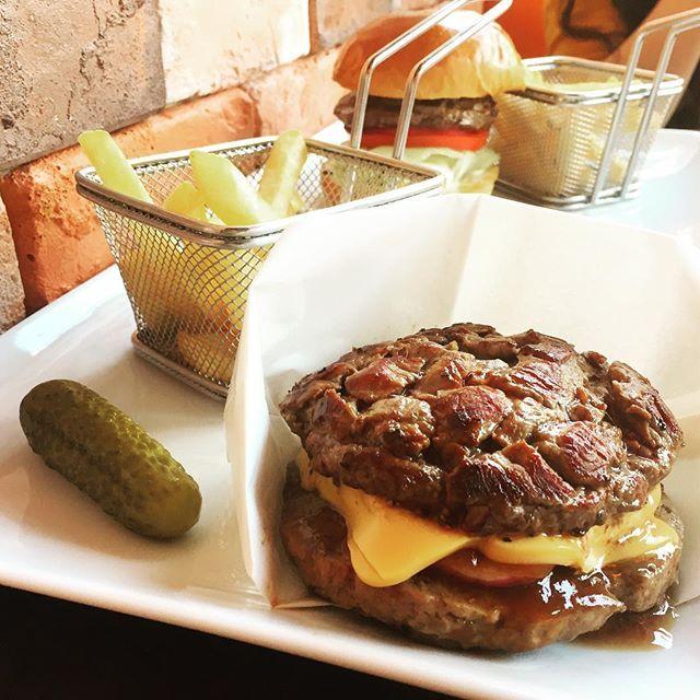 いま話題沸騰中の肉バーガー、ShakeTreeの「WildOut」をついに経験(^⌒^)! _ #墨田区 #sumida #シェイクツリー #shaketree #ハンバーガー #humberger #ワイルドアウト #wildout #カフェ #cafe #錦糸町 #両国 #ryogoku #肉 #肉汁