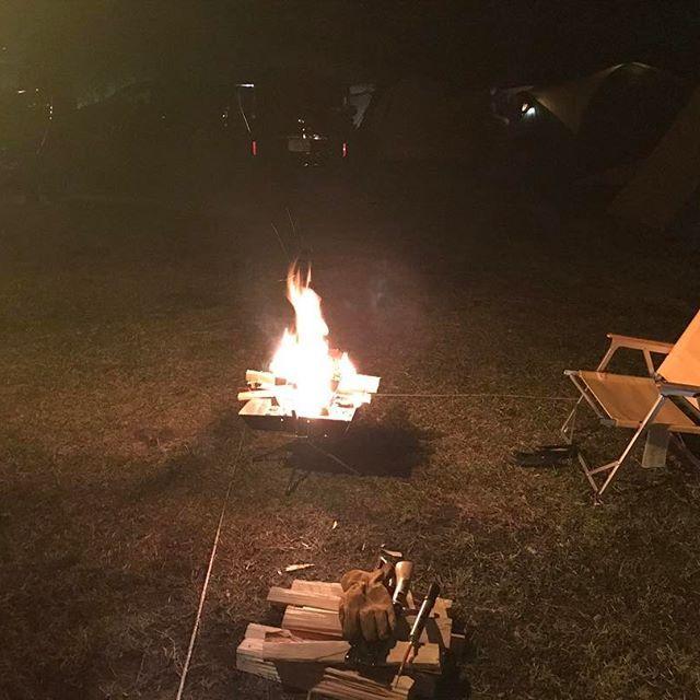 GWの思い出。 しっかり焚き火も楽しんで来ました〜🔥 ユニフレームの焚き火台はダッチに焼きに焚き火に大活躍して、だいぶアジが出て来てます。 もう一台欲しいなぁ…w #キャンプ #bbq #酒 #肉 #ビール #バーベキュー #趣味 #アウトドア #ファミキャン #大人の遊び #休日 #テン泊 #テント #コールマン #ユニフレーム #uniframe #coleman #camping #オートキャンプ #焚き火部 #お楽しみ #焚き火 #今日の一枚