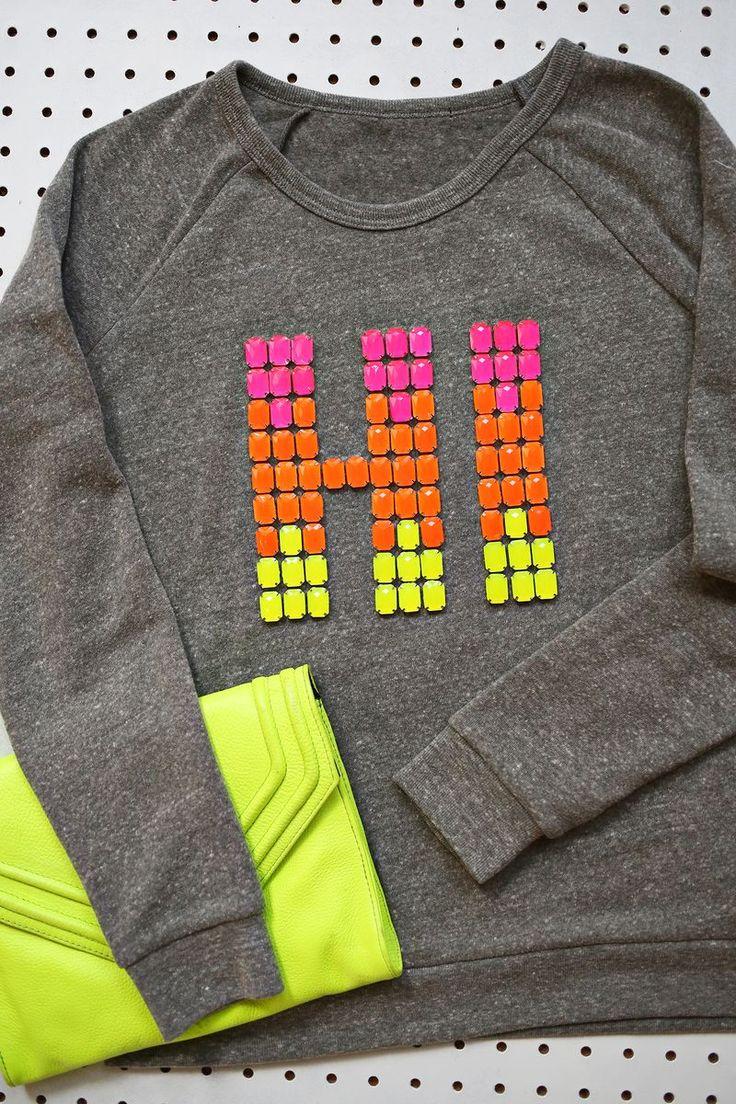Relooker un t-shirt avec un texte en strass