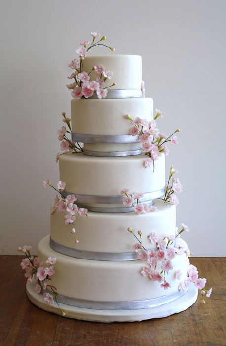Wedding Cake With Hourglass Teir