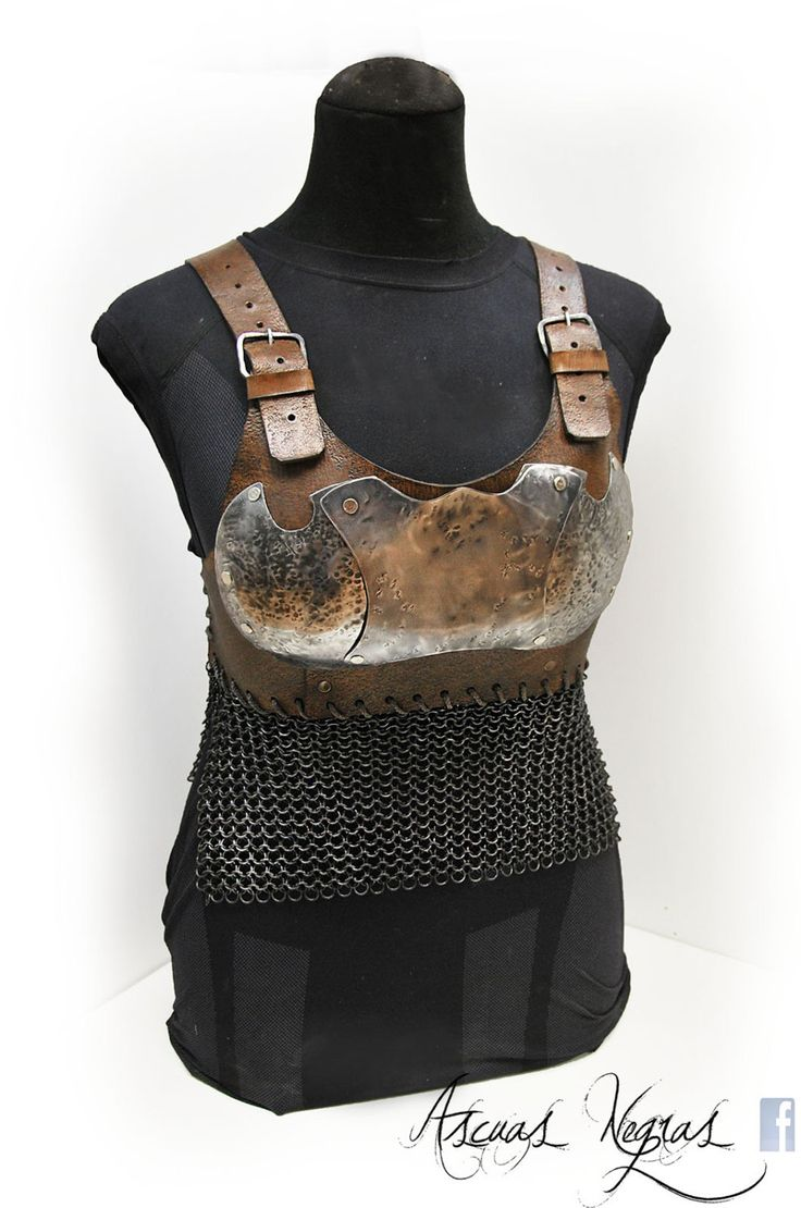 Steel and leather bra armor with chainmaille. LARP.Fantasy norse armor. Female warrior armor. Paladin. Party Costume. Fantasy viking armor. THE ARMOR CAN BE WORN OVER AN ORDINARY SHIRT WITH NO PROBLEM.  The armor is made in steel 1.2 mm / 18 ga , and 3.5 mm / 1/8 thick leather. The chainmaille is made of polished steel.  The straps are for these measurements (see picture):  - Chest: 90 cm / 37,4 in. - Low Chest: 90cm / 35,5 in   The price of armor with chainmaille is 200 € + shipping  The…