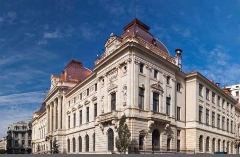 Palatul Băncii Naţionale Române este de asemenea un simbol al domeniului financiar, dar şi al arhitecturii bucureştene. Clădirea a fost ridicată în perioada 1883-1900 şi a fost considerată citadela liberalilor. Sediul BNR a fost cel care a conturat districtul financiar în această parte a capitalei.