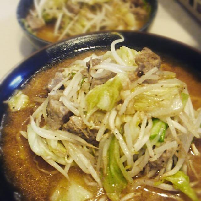 昨夜はマルチャンの袋ラーメン味噌が半額だったので、肉野菜炒めのっけて。 - 15件のもぐもぐ - 味噌らーめん by yochiyamakirin