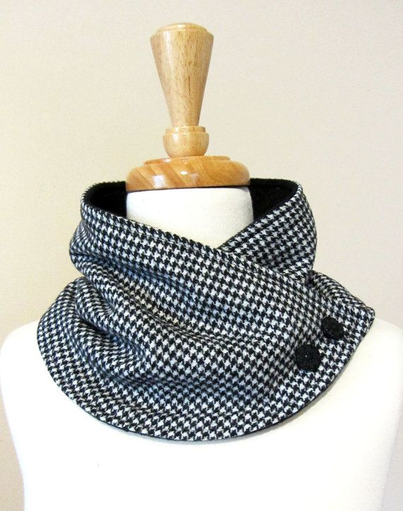 Neck+Warmer+Scarf+in+Black+and+White+Houndstooth+por+FashionCogs