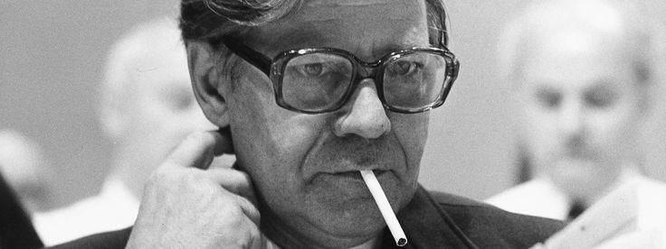 Helmut Schmidt (1918-2015) http://www.faz.net/aktuell/feuilleton/michael-naumann-nachruf-auf-helmut-schmidt-13905010.html http://www.faz.net/aktuell/politik/inland/trauer-um-helmut-schmidt-wir-verneigen-uns-vor-seiner-lebensleistung-13904688.html