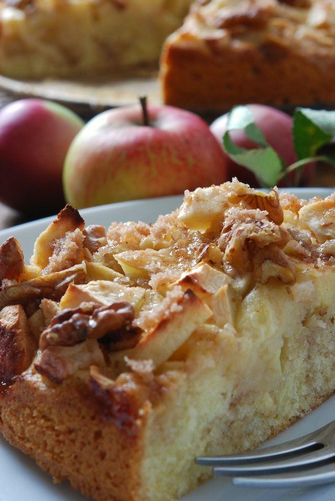 Apfel-Walnuss-Kuchen mit Zimtsirup (Best Food Photography)