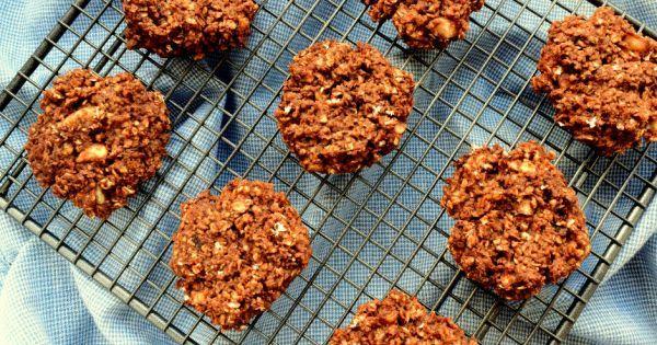 Rafine şekersiz, bol yulaflı ve cevizli, bol kakaolu üstelik pişirme derdi olmayan bu kurabiyeler tam size göre. Sadece 10 dakikada hazırlanıyorlar.
