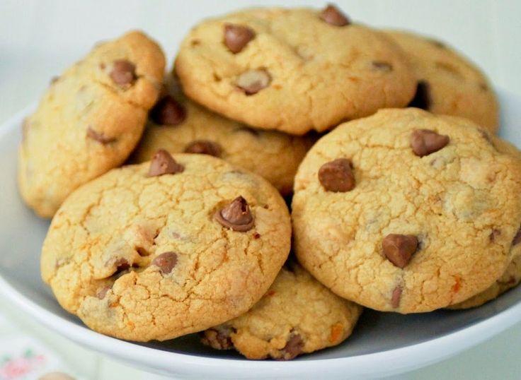 Τραγανά μπισκότα πορτοκαλιού με σταγόνες σοκολάτας. Η συνταγή είναι μεταφρασμένη αποκλειστικά για το SintagesPanos. Υλικά: 500 γρμ. ζά...