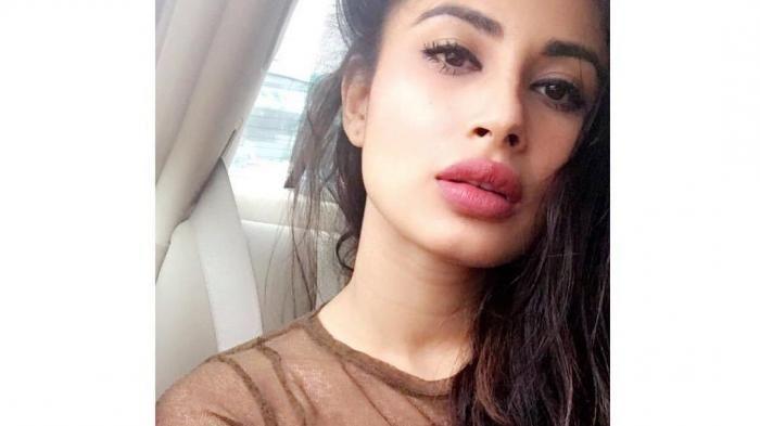 Widih! Bibir Makin Eksotis, Mouni Roy Dikabarkan Lakukan Lip Filler, Mau Saingi Kylie Jenner?