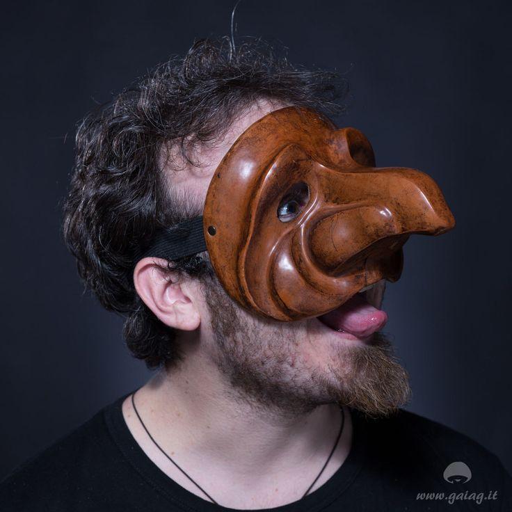 Zanni gabbiano, maschera teatrale in cuoio, Commedia dell'Arte, altri colori e forme su ordinazione di GAIAGeri su Etsy