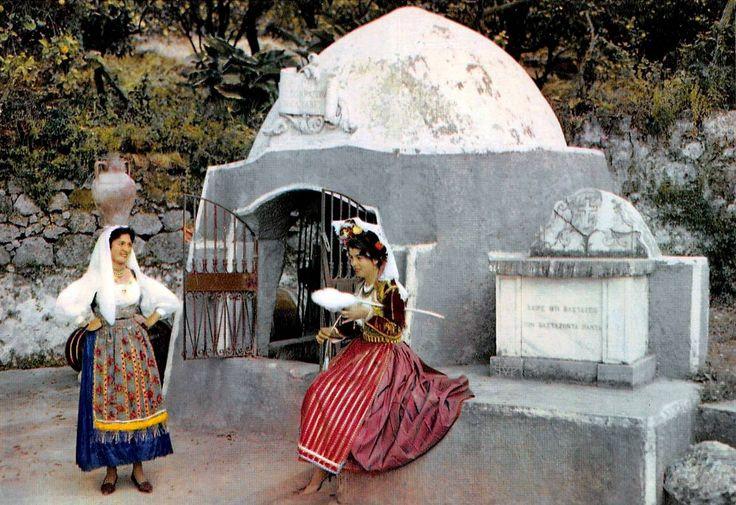 Κέρκυρα, στην πηγή της Αυτοκράτειρας στο Γαστούρι. , μέσα 20ου αιώνα, Νίκος Στουρνάρας.Αρχείο Θεόδωρου Μεταλληνού