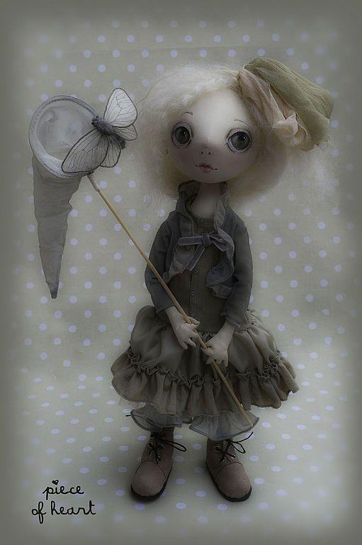 Купить мотылёк - белый, серый, мотылёк, сачок, бабочка, девочка, кукла, интерьерная кукла, оливковый