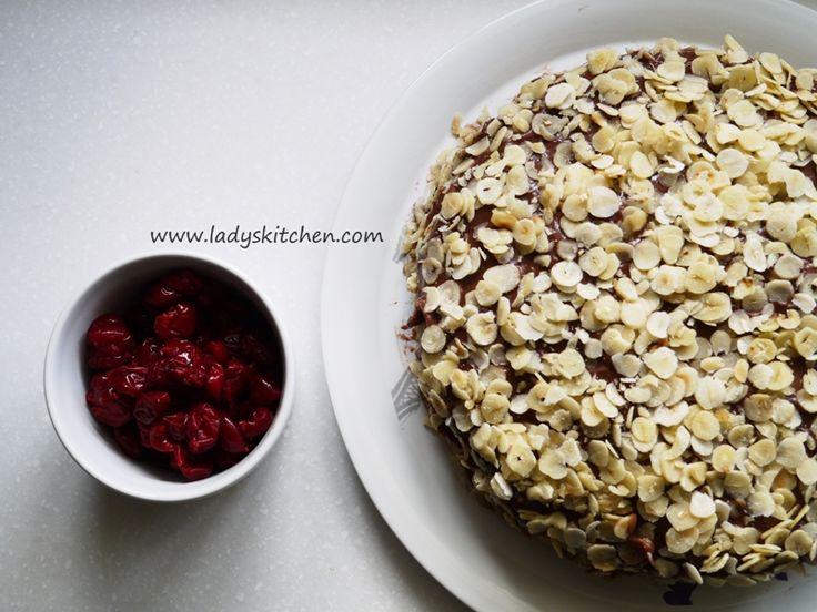 En Hazır Vişneli Pudingli Fındıklı Pasta