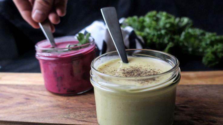 Fransk dijonvinaigrette er verdens beste og enkleste salatdressing, ifølge Richard Nystad. Den passer til de fleste sorter salater og bakte grønnsaker. I denne oppskriften er det også en variant med rødbeter.