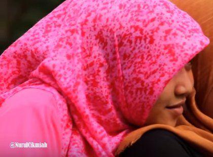 Gadis Melayu Berkerudung Manis