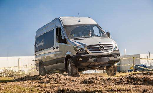 Never before we have reflected an unconscious connection with an intact egg content, but there's a first time for everything. In this case, the Mercedes – Benz Sprinter 4 x 4 is shell and we are their bowels yelled