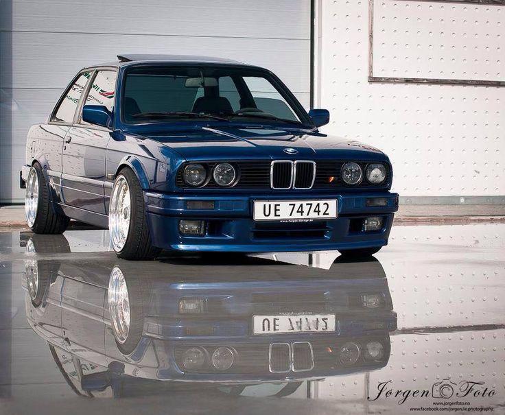 BMW e30 | BMW | classic | blue | sedan