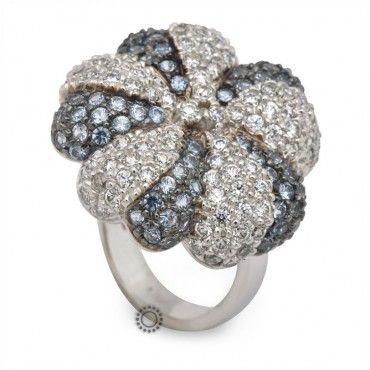 Εντυπωσιακό δαχτυλίδι λευκόχρυσο Κ14 σε σχήμα λουλουδιού, καρφωμένο ολόκληρο με λευκά και γαλάζια ζιργκόν   Κοσμήματα ΤΣΑΛΔΑΡΗΣ στο Χαλάνδρι #λουλουδι #ζιργκον #λευκοχρυσο #δαχτυλίδι