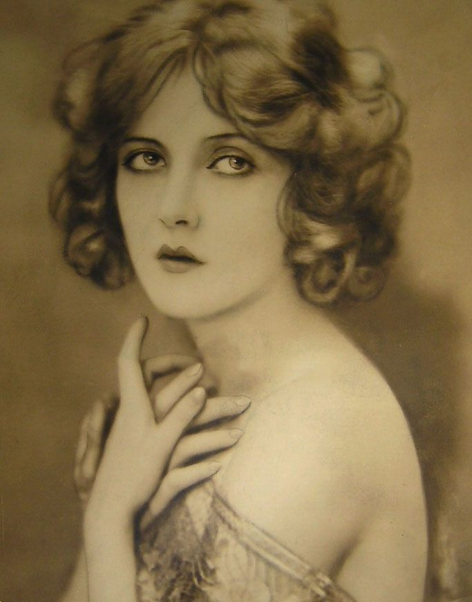 Mary Nolan-- she looks a bit like Drew Barrymore to me.
