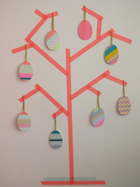 Oeufs en cartons à coller sur arbre en masking tape http://www.creactivites.com/170-masking-tape-rubans-adhesifs-decoratifs